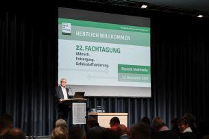 Foto eines Vortrags auf der 22. Fachtagung des Verbands für Abbruch und Entsorgung e. V. im November 2019 (Abb.: Timo Roth)